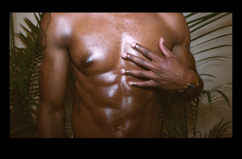 Coconut oil on black skin: Deloney loves it (Video)